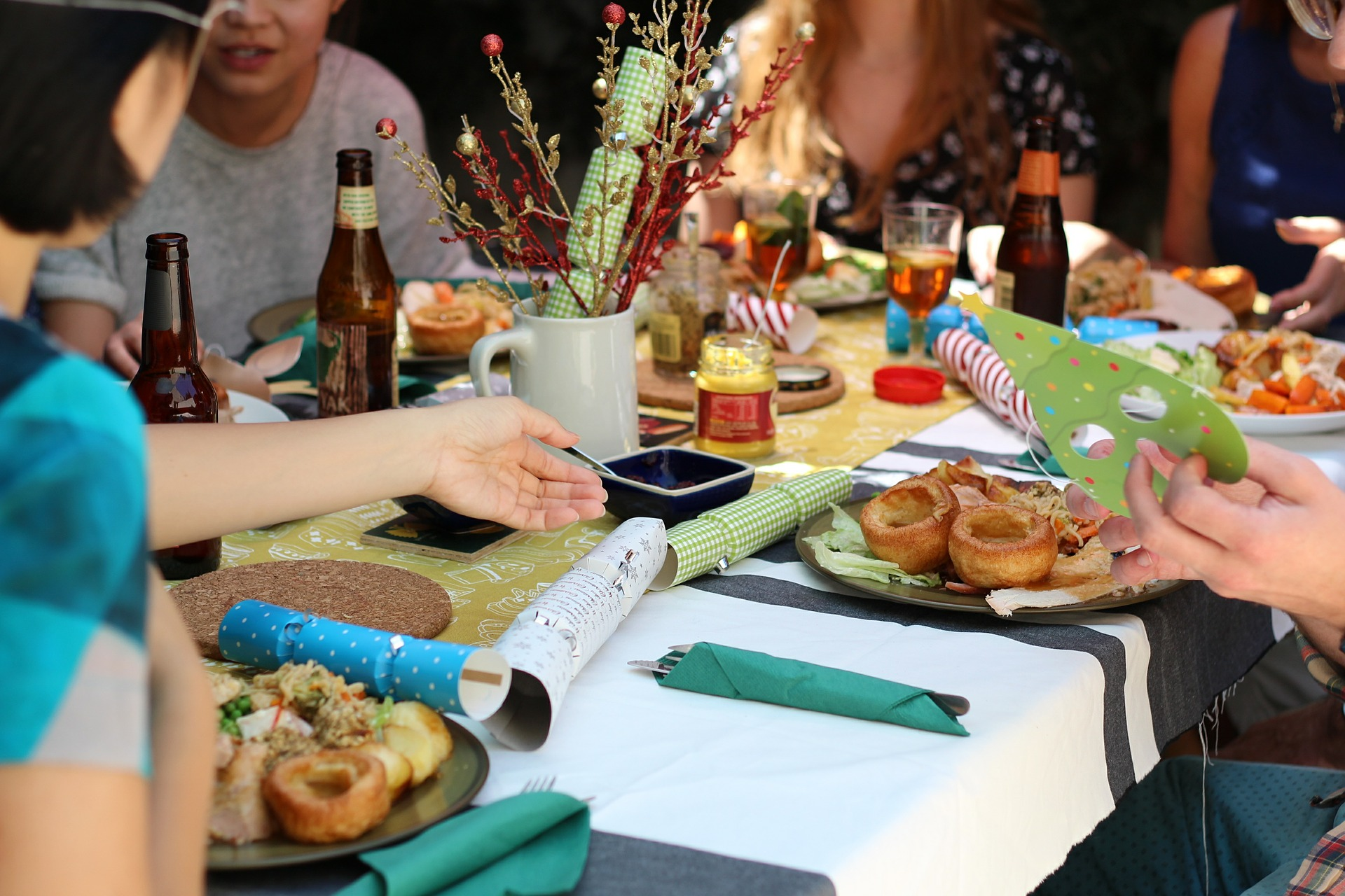 How to be a good party guest when you're paleo